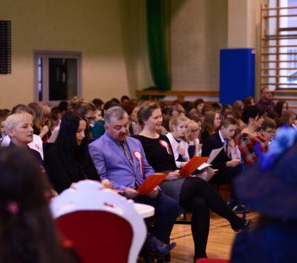 Wspólne przygotowania do obchodów 11 listopada w gminnych szkołach