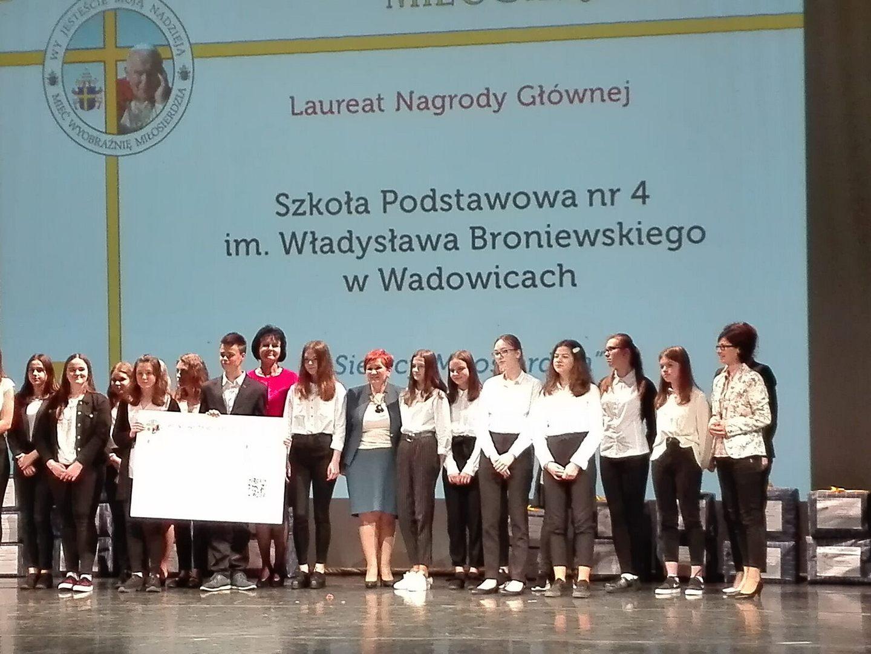 """Wolontariusze z SP 4 zwycięzcami projektu """"Mieć Wyobraźnię Miłosierdzia"""""""