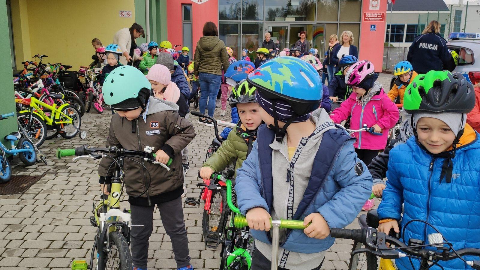 Przedszkolaki świętują Dzień Roweru