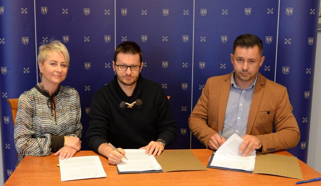 Podpisanie umowy Utal 1024x594 - Umowa podpisana, już wkrótce nowa odsłona Szlaku Karola Wojtyły