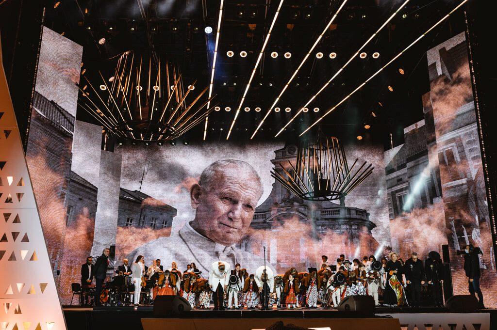 koncert wadowice1 106 1024x681 - Podróż wspomnień z Wadowic dla... milionów widzów