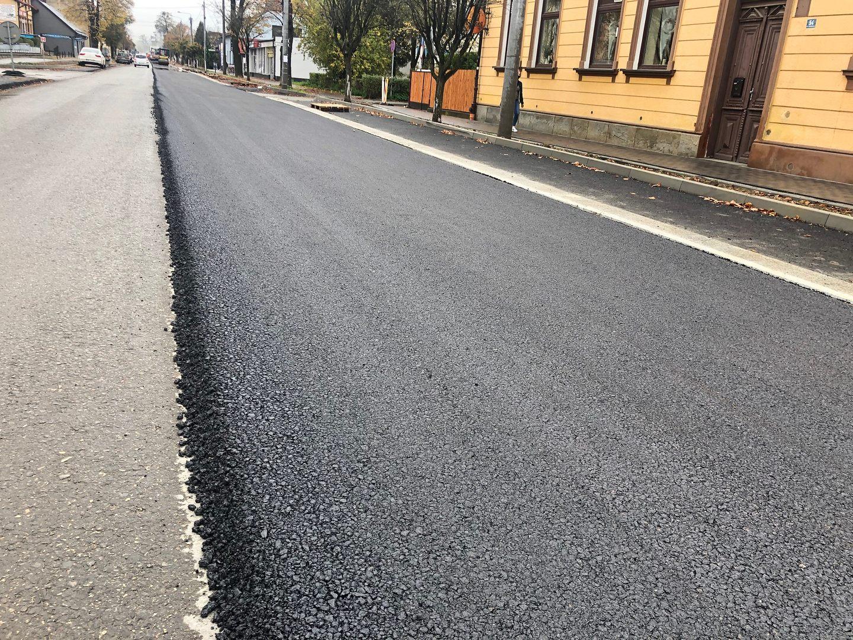 Na ulicy Lwowskiej polał się asfalt