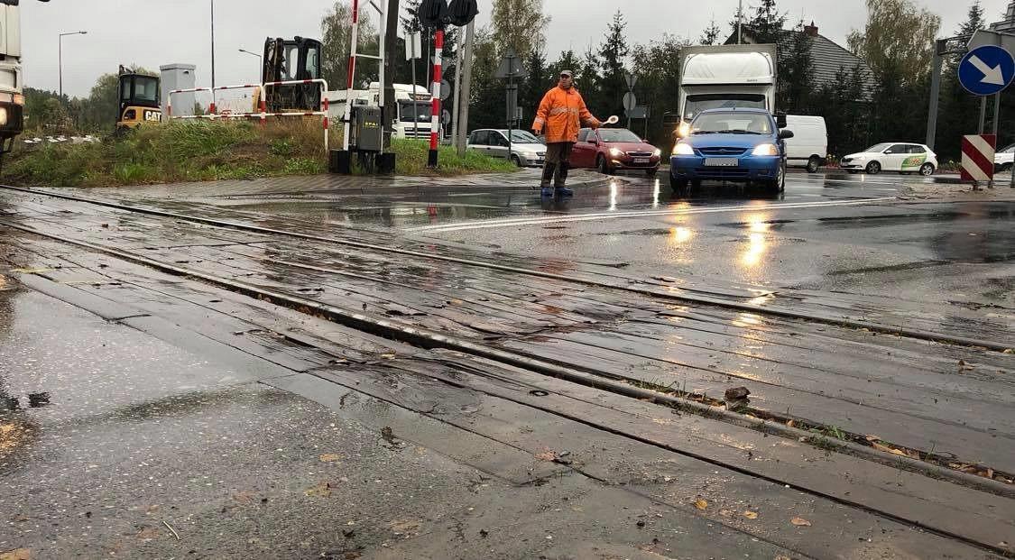 Aby było lepiej, na chwilę będą utrudnienia – rusza remont przejazdu kolejowego na DK28
