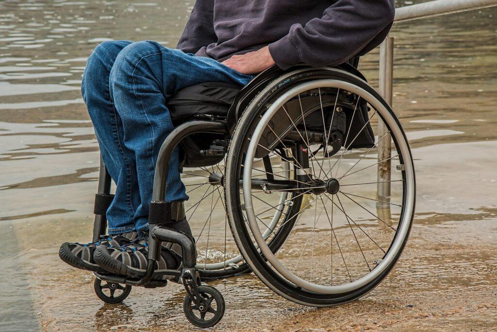 wheelchair 1595794 1920 1024x683 - Koniec z wykluczeniem osób na wózkach inwalidzkich! Mamy pieniądze na zakup specjalnego busa!