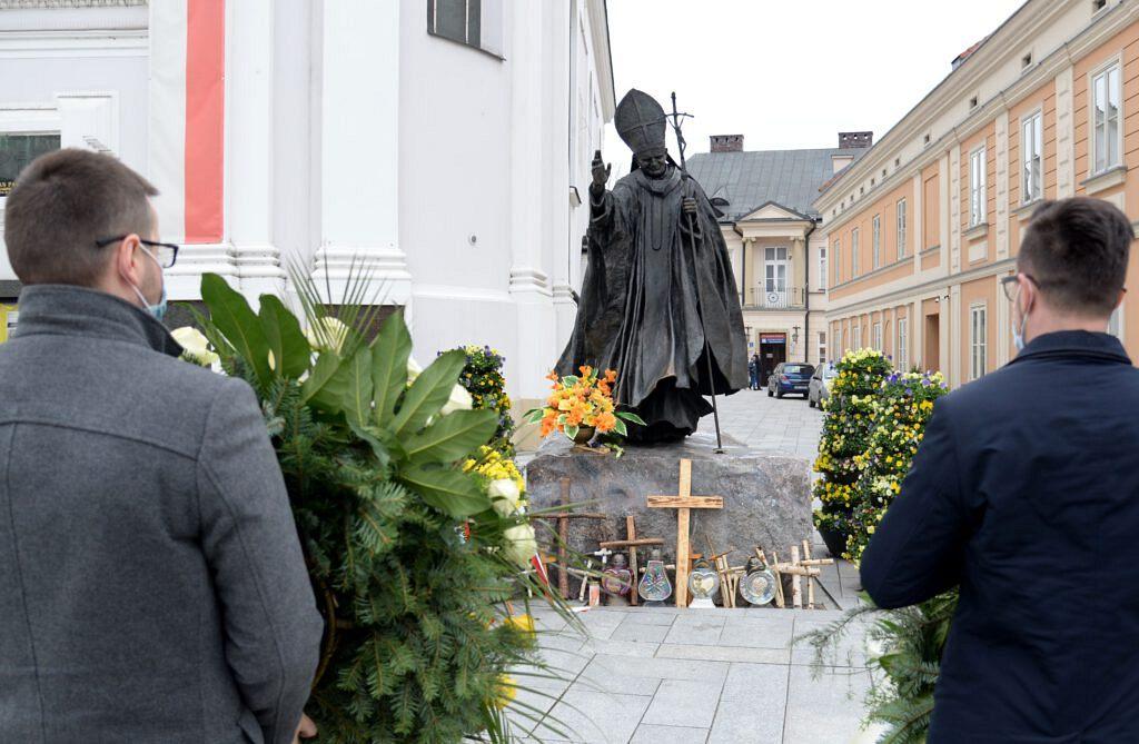 1 1024x669 - 16. rocznica śmierci Świętego Jana Pawła II