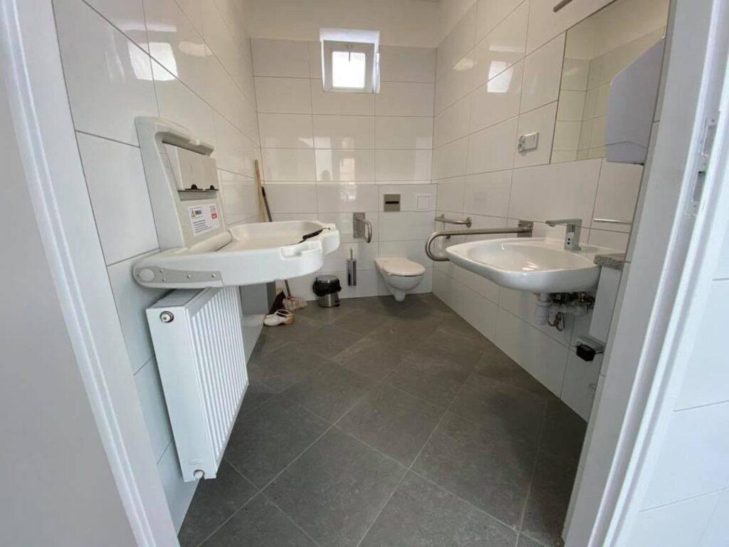 179647066 4703542553008353 5942096645534750167 n 1024x768 - Miejskie toalety ponownie dostępne!