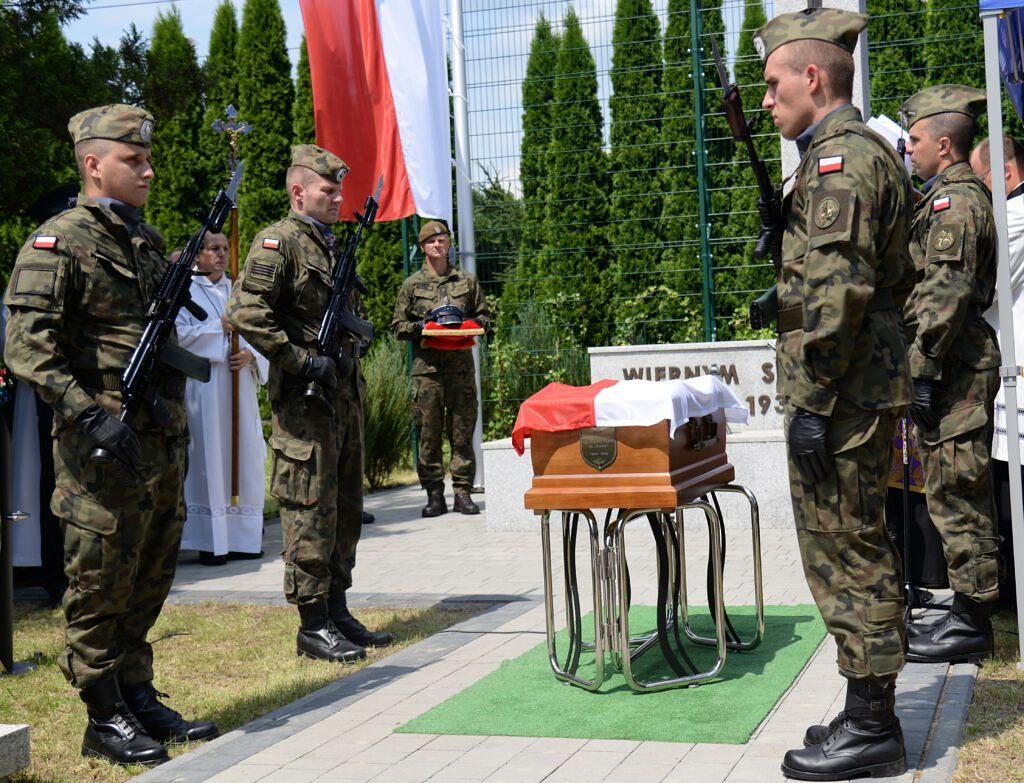 3 1 1024x783 - Tak pożegnaliśmy kapitana Wojciecha Stypułę