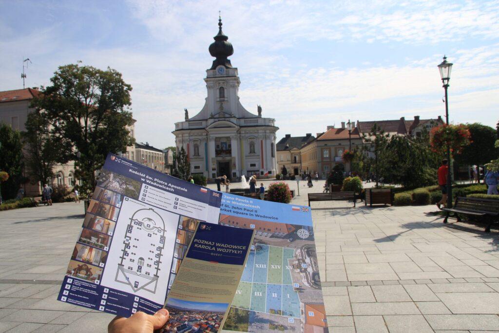 nowe wydawnictwa rynek 1024x683 - Nowe gminne wydawnictwa z okazji rocznicy konsekracji św. Piotra Apostoła w Wadowicach!